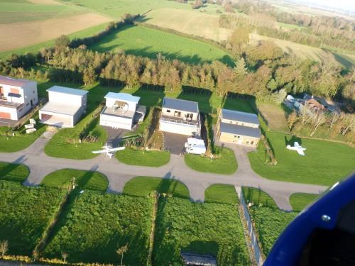 verchocq,aérodrome privé,airpark,air villa,résidence aéronautique,container habitable,maison container,ulm,aviation,loisir,LF6252